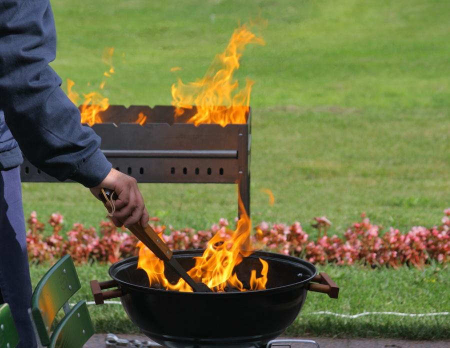 Как разжечь уголь для шашлыка в домашних условиях