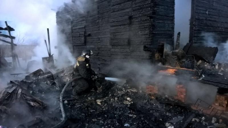 ВИркутском районе мужчина спас изгорящего дома 2-х девушек
