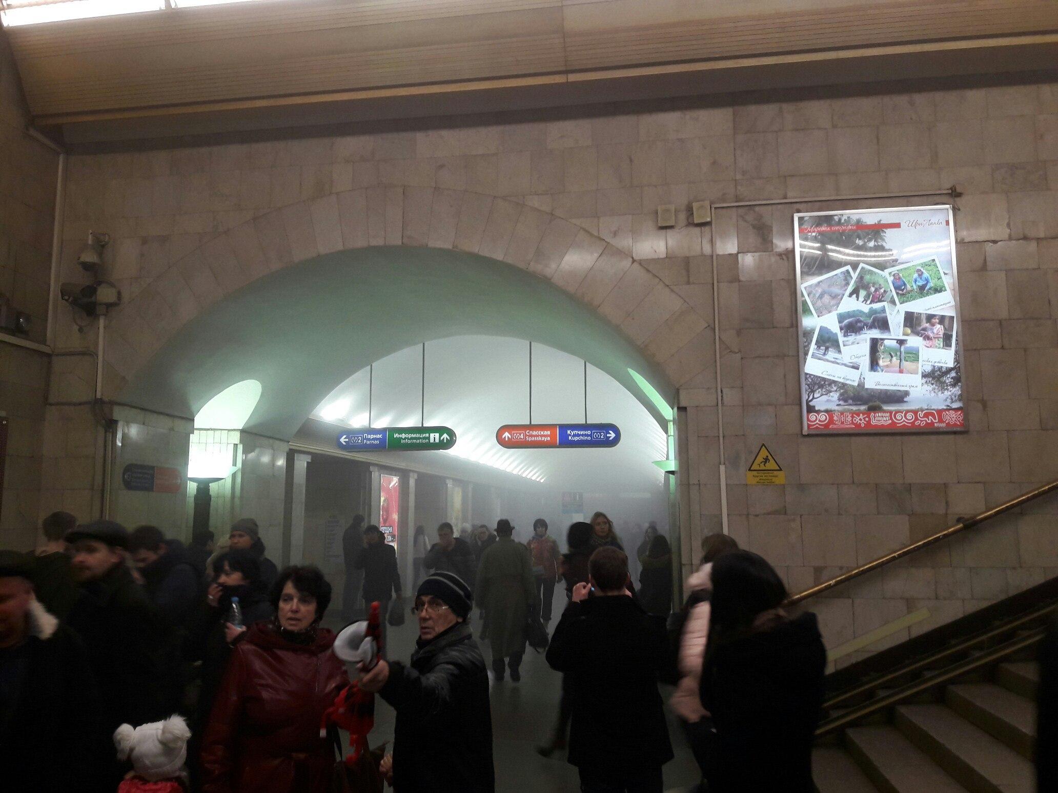 При взрыве впетербургском метро пострадали поменьшей мере 10 человек