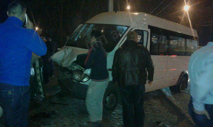 Три человека пострадали вДТП с фургоном имаршруткой вИркутске