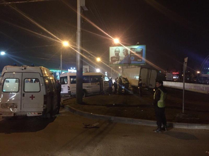 Авария сучастием маршрутки произошла вИркутске вечером всреду
