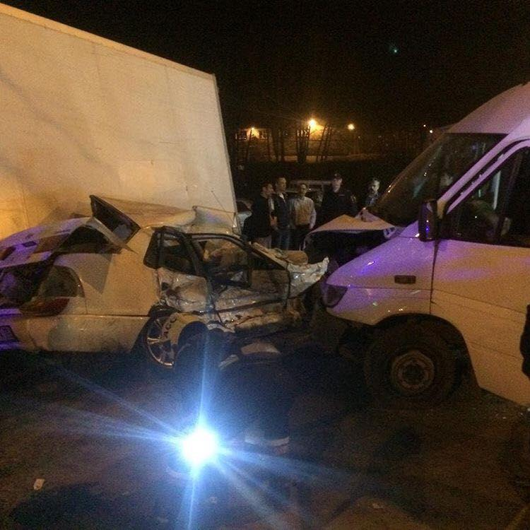 Три человека пострадали вДТП смаршрутным такси №10 вИркутске