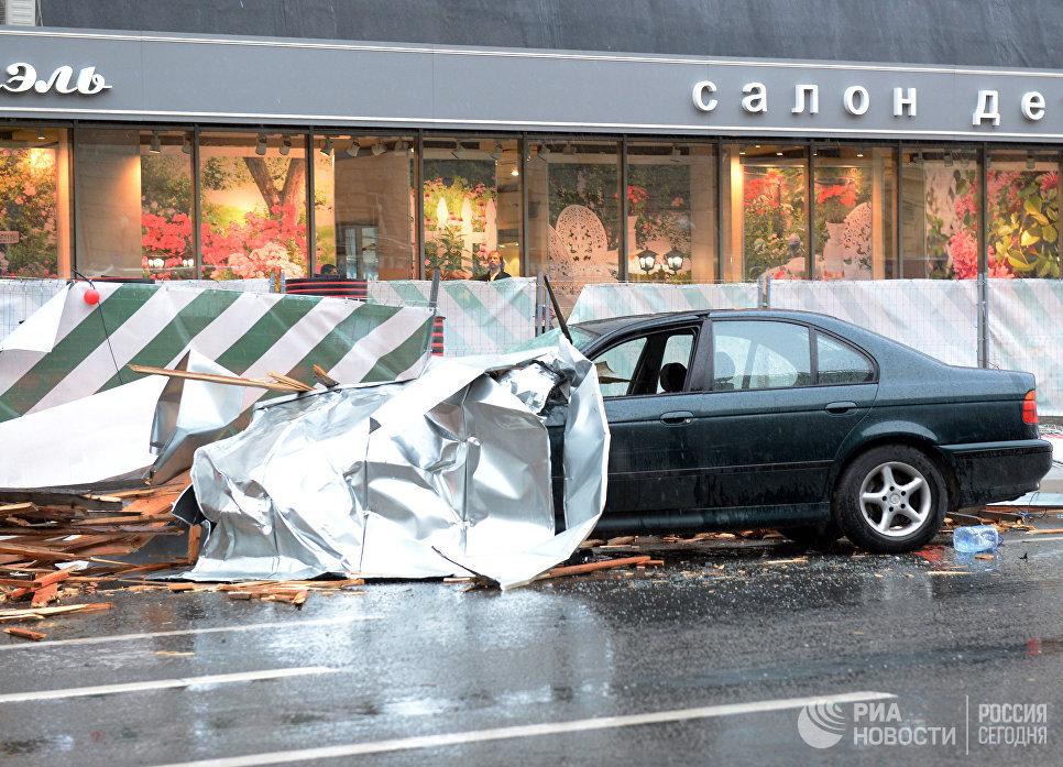 11 человек стали жертвами сильного урагана в столице России